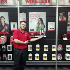 Photo taken at Z Wireless - Verizon Wireless by Jeremy G. on 11/29/2012