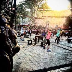 Photo taken at Pasar Seni Ancol by Fauzi A. on 8/22/2015
