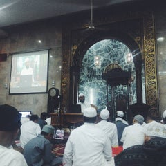 Photo taken at Masjid Agung Sunda Kelapa by farandi agesti r. on 7/12/2015