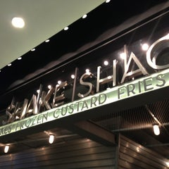 Photo taken at Shake Shack | شيك شاك by F A. on 1/7/2013