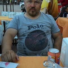 Photo taken at Dobro Doşli Rumeli Koftecisi by ★★★Özcan M. on 7/1/2015