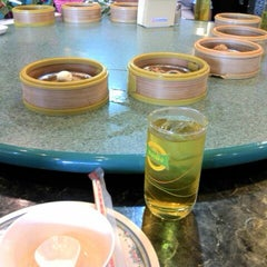 Photo taken at ตงเพ้ง (Tong Peng Chinese Restaurant) by THE JIRA S. on 2/5/2012