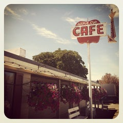 Photo taken at Apple Cup Cafe by Freda M. on 8/7/2013