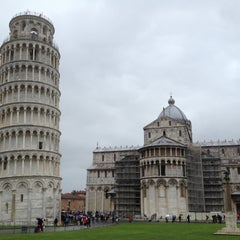 Photo taken at Torre di Pisa by Victoriya O. on 4/20/2013