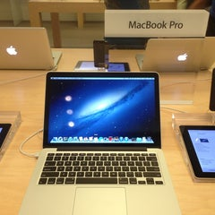 Photo taken at Apple Store, The Oaks by Jesse W. on 3/8/2013
