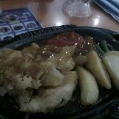 Photo taken at Steak Moen - Moen by Lucaz G. on 7/12/2014