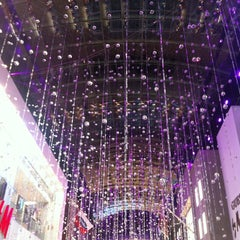 Photo taken at Yorkdale Shopping Centre by Miss K. on 11/27/2012