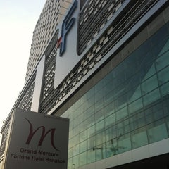 Photo taken at Grand Mercure Bangkok Fortune (โรงแรมแกรนด์เมอร์เคียว กรุงเทพ ฟอร์จูน) by Chiharu I. on 12/20/2012