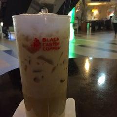Photo taken at Black Canyon Coffee by Reinhard H. on 7/24/2015