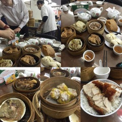 Photo taken at Lin Heung Tea House 蓮香樓 by Sam L. on 10/27/2015