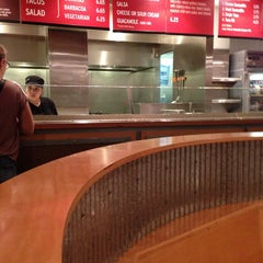 Photo taken at Chipotle Mexican Grill by 💀Charlie🇺🇸 B. on 5/17/2013