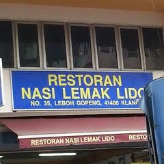 Photo taken at Restoran Nasi Lemak Lido by Nasrul H. on 3/28/2015