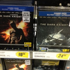 Photo taken at Best Buy by Mauricio G. on 12/8/2012