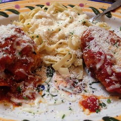 Photo taken at Olive Garden by Mary T. on 5/12/2013