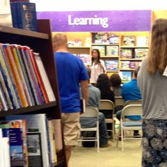 Photo taken at Barnes & Noble by Duyen F. on 7/18/2013