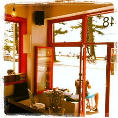 Photo taken at Hemingway's by Linnea A. on 11/30/2012