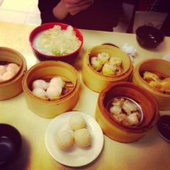 Photo taken at Wai Ying Fastfood (嶸嶸小食館) by Arbie Q. on 1/24/2013