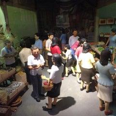 Photo taken at ศูนย์ประวัติศาสตร์เยาวราช (Yaowarat Chinatown Heritage Center) 耀华力唐人街历史中心 by Jay B. on 11/22/2014