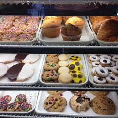 Photo taken at Manhasset Bagels by John H. on 7/13/2014