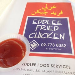 Photo taken at Edlee Fried Chicken by Zaridi on 8/4/2014