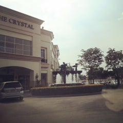 Photo taken at The Crystal (เดอะ คริสตัล) by Bird N. on 10/2/2013