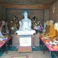 Photo taken at วัดเจ็ดลิน (Wat Chet Lin) by Pu C. on 4/13/2015