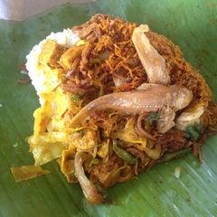 Photo taken at Mak Tim - Sajian Asli Warisan Johor by Deyna Y. on 8/14/2014