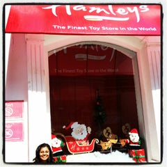 Photo taken at Hamleys by Oindrila D. on 12/15/2012