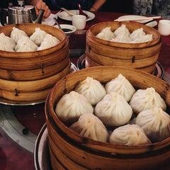 Photo taken at Shanghai Gourmet by Robespierre on 11/8/2015