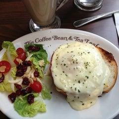 Photo taken at The Coffee Bean & Tea Leaf by Òscar C. on 8/8/2013