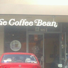 Photo taken at The Coffee Bean & Tea Leaf® by Virginia B. on 2/10/2013