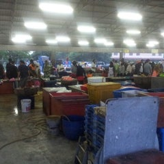 Photo taken at Pasar Borong Kemunting by Hafiz ن. on 12/14/2012