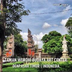 Photo taken at Taman Werdhi Budaya Art Center by Henry Setiawan on 12/18/2012