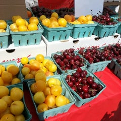 Photo taken at Socrates Park Greenmarket by Mario A. on 8/3/2013