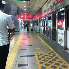Photo taken at RapidKL KLCC (KJ10) LRT Station by RazIzzuddin on 11/18/2012