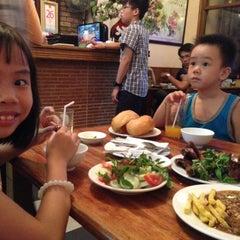 Photo taken at Bít Tết Bảo Lâm by Ngọc Dung on 5/26/2013