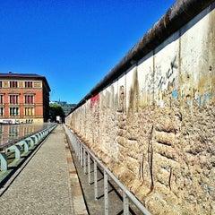 Photo taken at Baudenkmal Berliner Mauer   Berlin Wall Monument by Carlos Alberto M. on 5/16/2013