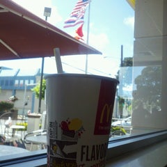 Photo taken at McDonald's of Palolo by Harry C. on 3/25/2014