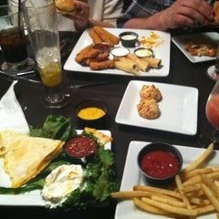 Photo taken at Ruby Tuesday by Jessica Y. on 12/21/2012