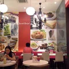 Photo taken at Secret Recipe by Hani S. on 1/30/2013