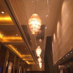 Photo taken at Shangri-la Hotel by Luis E. on 5/14/2014