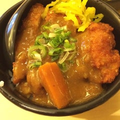 Photo taken at Sakae Sushi by Manne Chen® on 3/22/2015