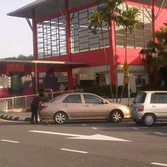 Photo taken at R&R Dengkil (South Bound) by Wahida I. on 12/29/2012