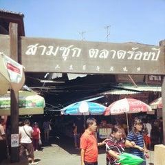 Photo taken at สามชุก ตลาด 100 ปี (Samchuk Market) by Nopphapadol Y. on 10/27/2012