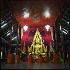 Photo taken at วัดหลวง (Wat Luang) by Liftildapeak W. on 4/27/2015