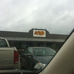 Photo taken at Cracker Barrel Old Country Store by Taghreed A. on 12/20/2012