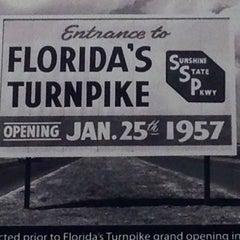Photo taken at Okahumpka Service Plaza - Florida's Turnpike by Aaron W. on 12/3/2012