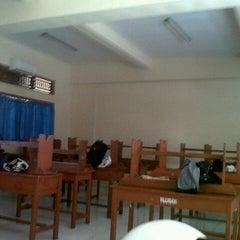 Photo taken at VIII Bilingual SMP (SLUB) Saraswati 1 Denpasar by Dwi I. on 8/14/2013