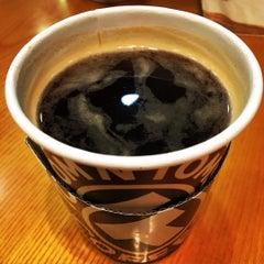 Photo taken at TOM N TOMS COFFEE by Hyunki J. on 11/4/2015