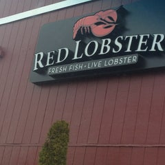 Photo taken at Red Lobster by Chevelle J. on 3/1/2013